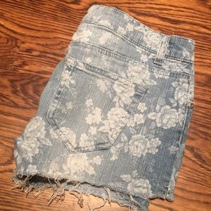 Flowered jean shorts